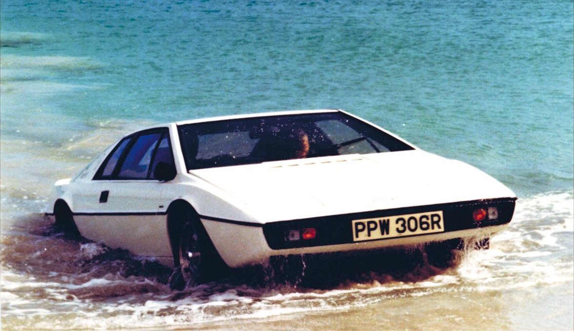 Picture of Lotus Esprit in sea